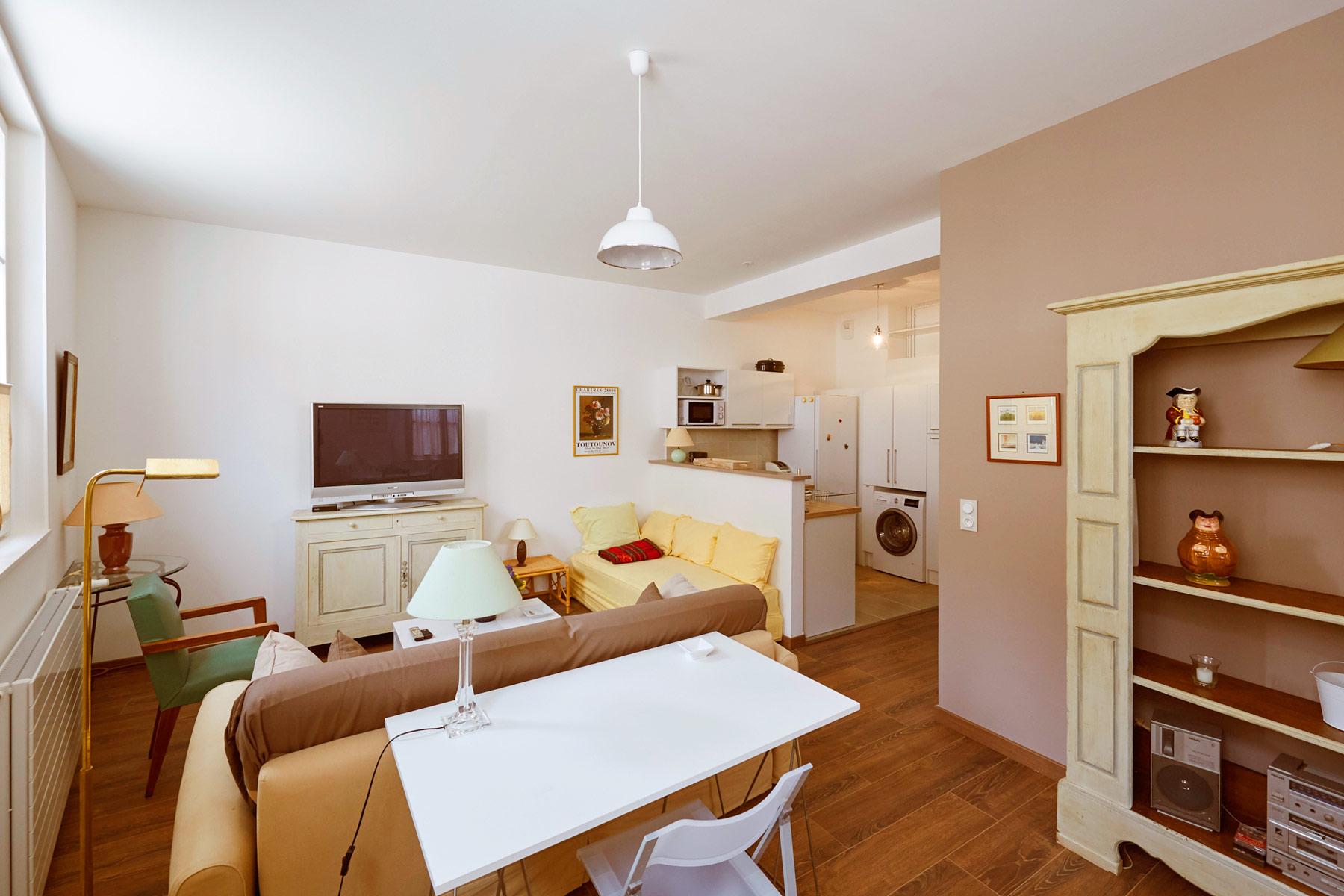 le clos notre dame meubl chartres. Black Bedroom Furniture Sets. Home Design Ideas
